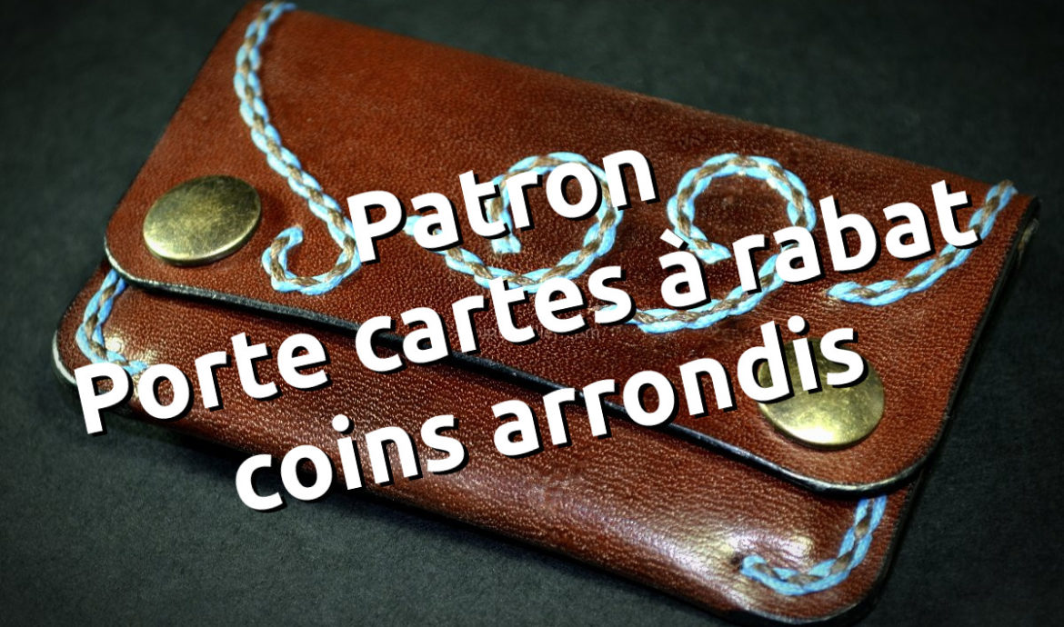 Porte cartes à rabat en cuir, coutures au point sellier brodé, coins arrondis, création par Tithouan