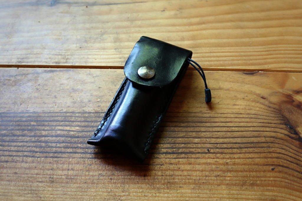 Patron étui en cuir pour couteau pliant type opinel ou couteau suisse - point-sellier- tithouan - apprendre la maroquinerie et le travail du cuir