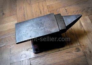 Masse, ameliorer la frappe pour les emporte pièces, utilisation d'un martyr pour protéger les outils