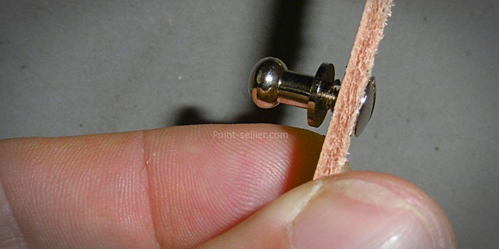 comment bloquer un bouton de col, système de fermeture maroquinerie