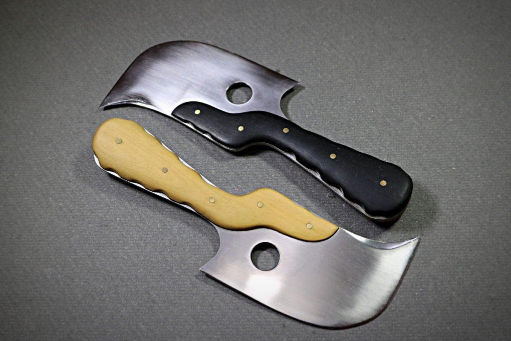 Cornette à couper le cuir modèle Tithouan fabriquée par Yorick Stoupy - outil pour la maroquinerie et travail du cuir - tithouan ateliercuir pointsellier