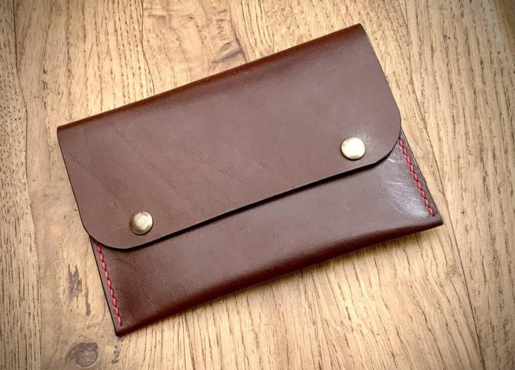 Patron étui pochette pour carte grise automobile en cuir - modèle gratuit pour maroquinerie - tithouan pour point-sellier.com