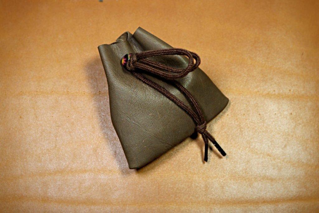 Patron gratuit bourse en cuir souple trapèze - tithouan pour point-sellier
