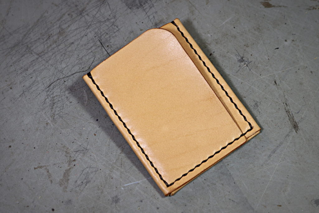 Patron porte-cartes origami vertical en cuir - maroquinerie et travail du cuir artisanal - Tithouan pour point-sellier.com