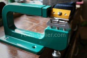 faciliter un pli en refendant le cuir - apprendre la maroquinerie et le travail du cuir