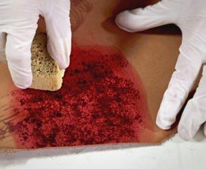Cours teinture et effet sur le cuir au tannage végétal - teinter avant de découper